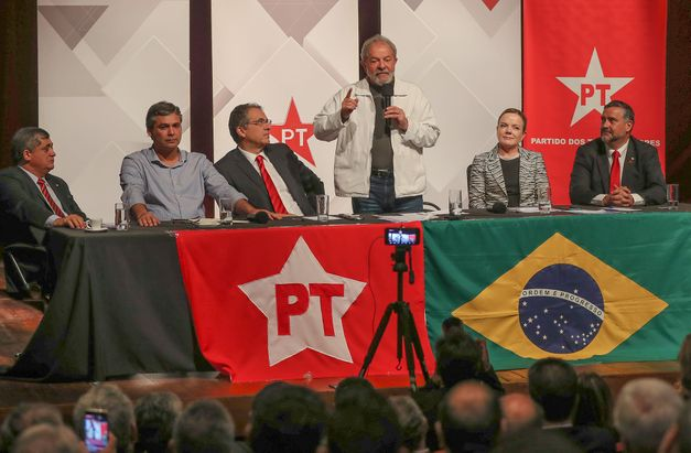 lula-participou-de-reuniao-com-deputados-e-senadores-do-pt-em-brasilia-n