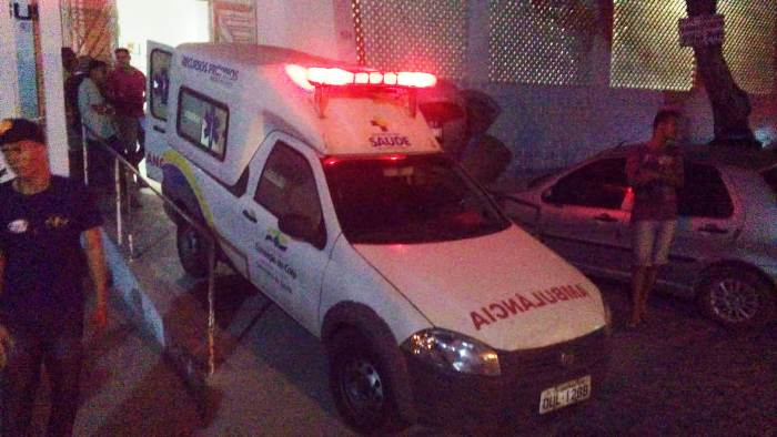 ambulancia-transferindo-nen-do-posto