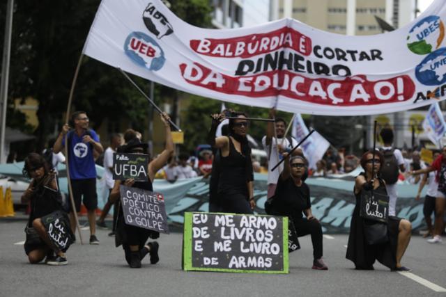 g_salvador-protesto-educacao-bloqueio-universidades-federais-institutos-federais_20195151162142