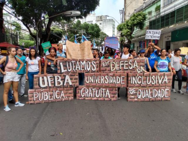 g_salvador-protesto-educacao-bloqueio-universidades-federais-institutos-federais_201951512124142
