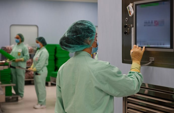A laboratory technician supervises filling and packaging tests for the large-scale production and supply of the University of Oxford's COVID-19 vaccine candidate, AZD1222, as they are being conducted on a high-performance aseptic vial filling line on September 11, 2020 at the Italian biologics' manufacturing facility of multinational corporation Catalent in Anagni, southeast of Rome, during the COVID-19 infection, caused by the novel coronavirus. - Catalent Biologics' manufacturing facility in Anagni, Italy will serve as the launch facility for the large-scale production and supply of the University of Oxford's Covid-19 vaccine candidate, AZD1222, providing large-scale vial filling and packaging to British-Swedish multinational pharmaceutical and biopharmaceutical company AstraZeneca. (Photo by Vincenzo PINTO / AFP)